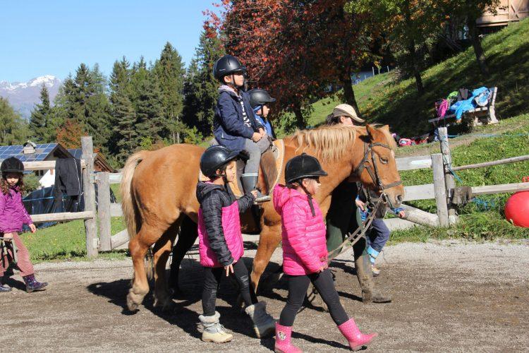 Ponyreiten mit der Klasse